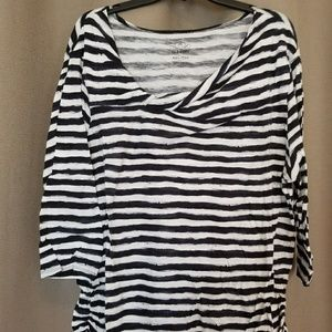 Old navy XXL black &white twist neck tee